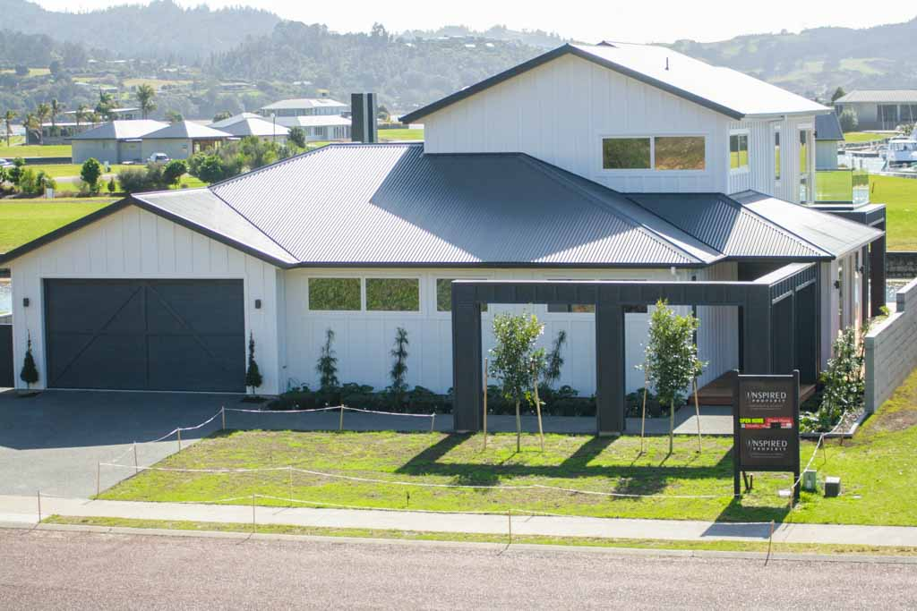 Property: 308 Waterways Parade